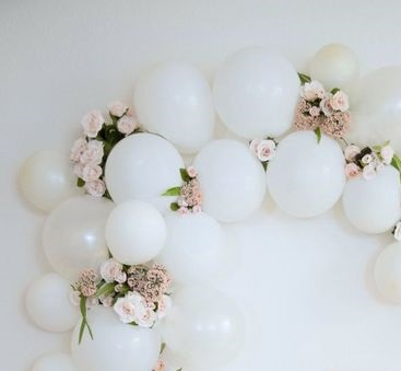 15 white small large balloons with 20 pink flowers