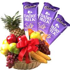 Basket of 3 kg fruits and 3 silk chocolates
