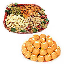 1/2 kg dry fruit in a tray and 1/2 kg boondi ladoo