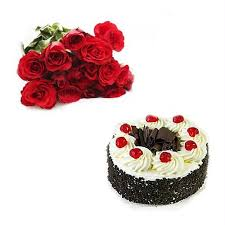 Arrangement of 15 roses and 1/2 kg black forest cake